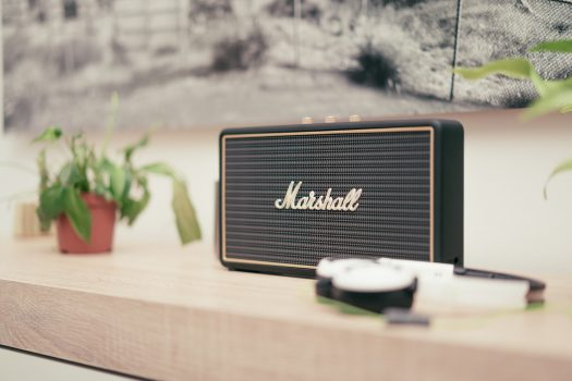 Wi-Fi eller Bluetooth hoejttaler