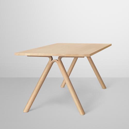 muuto split table i træ